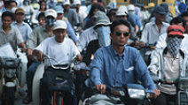 People waiting at a traffic light in Hanoi, Vietnam. - Photo: Flickr/World Bank